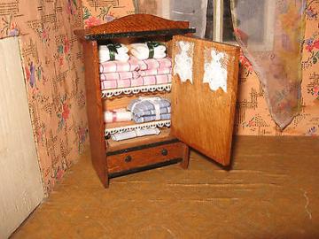 100 Jahre o älter Puppenstube ,eingerichtet Puppenhaus  Puppenküche-kaufladen