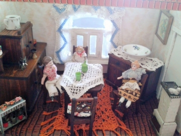 alte Puppenstube von ca 1900 mit Inventar