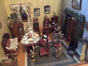 Alte Puppenstube Wohnzimmer und Küche