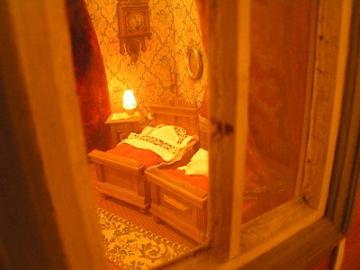 Antike Puppenstube komplett eingerichtet/ elektrifiziert vermutlich aus den USA