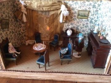 Antike  Puppenstube mit sehr viel Zubehör, Wohnzimmer,Kaufladen, Kaufmannsladen