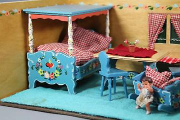 Puppenhaus Puppenstube DoraKuhn Handbemalt 30/50er Jahre viel ZubehörAntiquität