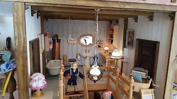Puppenhaus Puppenstube Spielzeug  Puppe komplett mit Elektrik  TOP