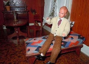 Puppenstube 3 Räume mit Balkon , Möbel und Puppen 20/30er Jahre