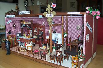 Puppenstube London Pub shabby Lokal Kneipe Puppenhaus Musik Unikat Handarbeit
