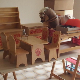 Puppenstube Möbel HABA Kommode, Pferd, Tisch,Puppen, Stühle etc komplett