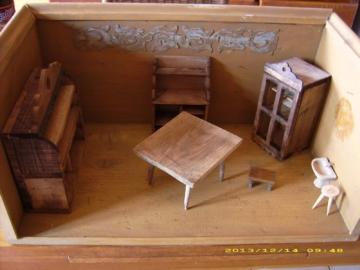 Sehr alte  Puppenküche/Puppenstube mit diversen Möbeln (um 1870) ORIGINAL-TOP!