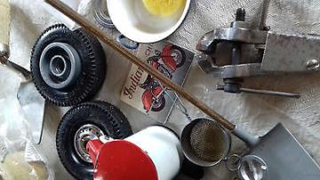 Tolles Konvolut Miniatur Maschinen, Werkstatt, Garage, Puppenstube, antik, EKT