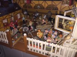 alte große Puppenstube mit Pferdestall und Nebengelass um 1920 Puppenküche Holz