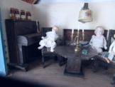 alte kleine Puppenstube  Vitrienengroße