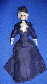 alte  Porzellanpuppe  Puppenstubenpuppe um 1880 feine Dame