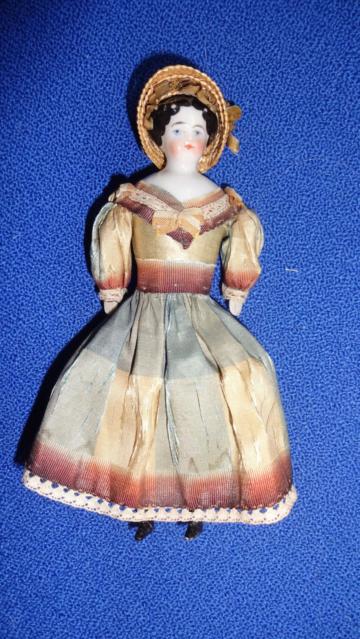 alte  Porzellanpuppe  Puppenstubenpuppe um 1880 feine Dame Biedermeier