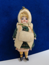 Antike Puppe für Puppenstube Winterkleidung & Mini Muff antique dollhouse doll