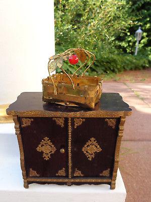 Antikes Blumenkörbchen für Puppenstube Erhard & Söhne c1900 Erhard & sons basket