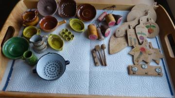 Erzgebirgische antike Puppenstube, mit Küchenmöbel (Eiche) 1917 Handarbeit