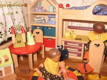 Großes Puppenhaus mit Bodo Hennig Möbel + Beleuchtung Puppenstube
