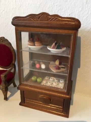 Puppenstube Antik Musikzimmer Wohnzimmer Küche Biegepuppen Geschirr
