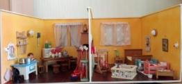 Puppenstube Küche + Kinderzimmer Kühlschrank Herd Laufgitter Waschtisch DDR